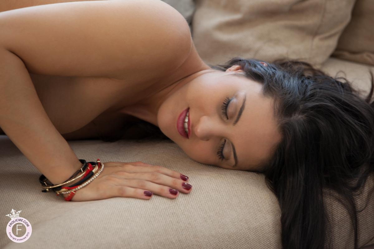 Dark eyed Spanish girl has sex on all fours