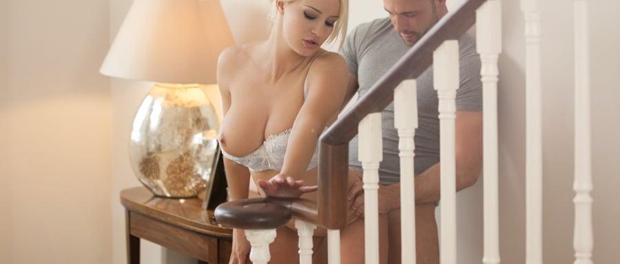 Sexy couple enjoy spontaneous sex in the hallway