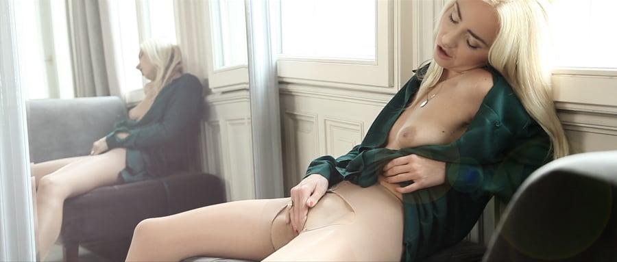 Big booty white women having sex