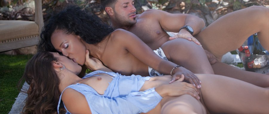 Threesome sex hot moving