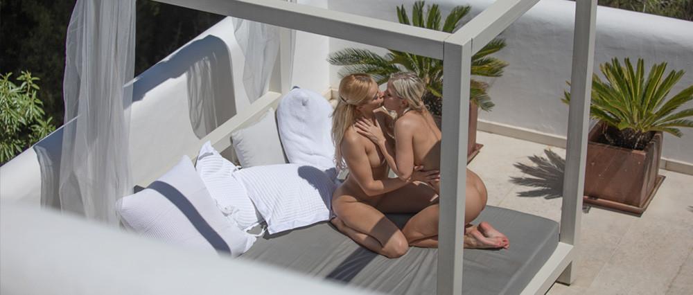 Lesbian Making Girlfriend Cum